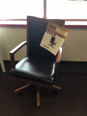 Two tone office chair for Sale in Victoria, TX