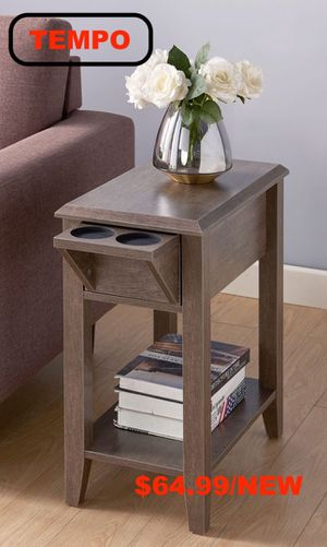 End Table, Walnut Oak for Sale in Fountain Valley, CA