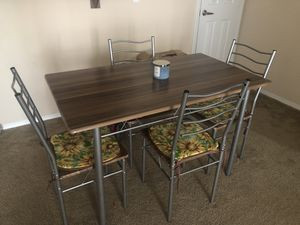 Small kitchen table and chairs for Sale in Litchfield Park, AZ