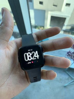 Fitbit Versa™ Black Band Touchscreen Smart Watch 39mm for Sale in Tampa, FL