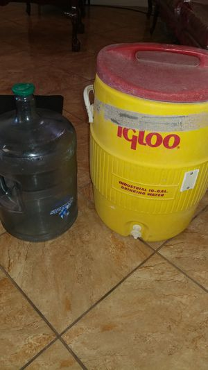 Igloo 10 Gallon Drink Cooler, 5 Gallon Jug for Sale in Fresno, CA