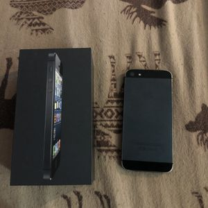 iPhone 5 16gb for Sale in Bothell, WA