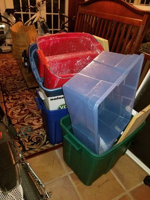 Several plastic containers for Sale in Weston, FL