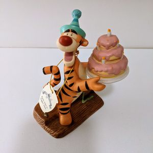 RARE Musical Tigger Birthday Party Figurine for Sale in Bay Shore, NY