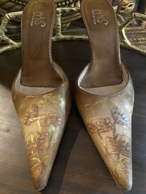 MAYIS Artist Designed Tan Leather Heels for Sale in The Woodlands, TX
