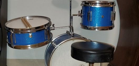 Mendini 13 Inch 3-Piece Kids/Junior Drum Set with Thone, Cymbal, Pedal & Drumsticks (Blue Metallic) for Sale in Salem,  MA