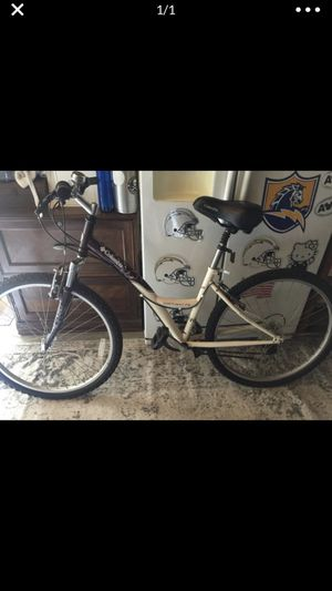 WOMANS NORHWAY FE COLUMBIA MOUNTAIN BIKE for Sale in El Cajon, CA