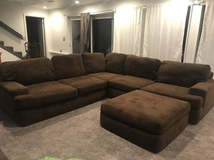 Pending pickup Brown oversized sectional couch for Sale in Tacoma, WA