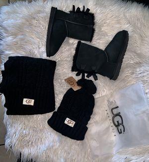 Authentic ugg Australia bow short boots sz 5 euc with scarf &hat basics set new for Sale in Phoenix, AZ