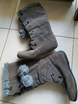 Free ...no name boots size 8 for Sale in Plantation, FL