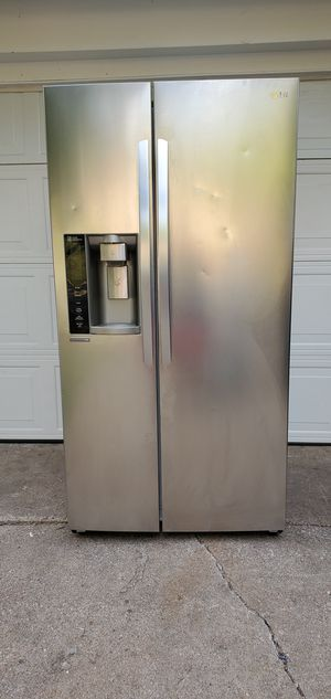 LG stainless steel 26.2 cu. ft. side by side refrigerator with in-door ice maker. for Sale in Fort Worth, TX