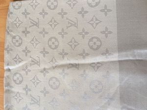 Beige Louis Vuitton scarf for Sale in Los Angeles, CA