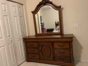 100% Real Wood! Bedroom furniture set w/ Queen mattress and box spring. for Sale in Port St. Lucie, FL