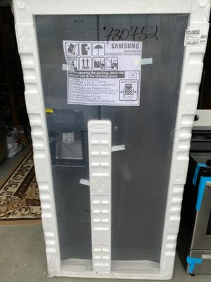 Samsung Refrigerator 24.52-cu ft Side-by-Side with Ice Maker for Sale in Parkland, WA