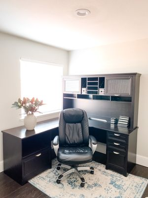 6FT x 6FT Desk + Leather Chair + Rug for Sale in Citrus Heights, CA