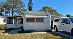 Mobile Home for Sale in Lake Worth, FL
