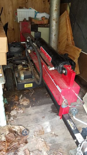 Swisher log splitter 22 ton barely used bought in 2015 for Sale in Dixon, MO
