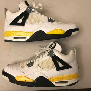 """2006 AIR JORDAN 4 """" TOUR YELLOW for Sale in Oxon Hill, MD"""