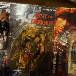 Army Of Darkness Evil Dead Ash Figure for Sale in Charles Town, WV