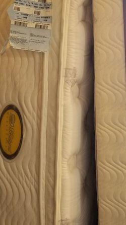 Beautyrest QUEEN Mattresses w/ Metal Frame: Wick Life Upper Pillow Top Plush for Sale in Irvine,  CA