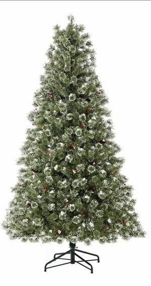 Pre-Lit Redland Spruce Artificial Christmas Tree, 7.5' for Sale in Chicago, IL