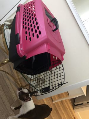 Dog kennel (pink) for Sale in Holliston, MA