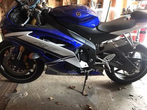 2011 yamaha R6 motorcycle practically new for Sale in Philadelphia, PA