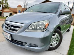 FULLY LOADED 2007 HONDA ODYSSEY EX-L! LOW MILES! CLEAN TITLE! CARFAX AVAILABLE! for Sale in San Bernardino, CA