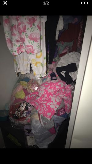 3 bags worth of baby girl stuff for Sale in Aurora, IL