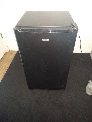Galenz mini fridge and freezer for Sale in Fresno, CA