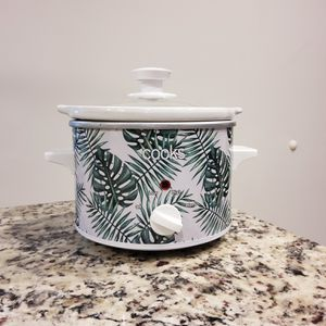Small cooks crock pot for Sale in Duluth, GA