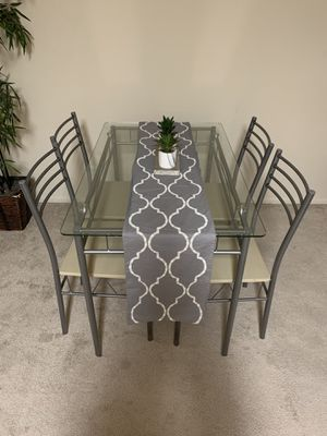 Kitchen table and chairs set for Sale in Sunnyvale, CA
