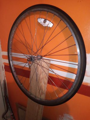 Vintage 630 road bike wheel must go! Make me an offer asap for Sale in New York, NY