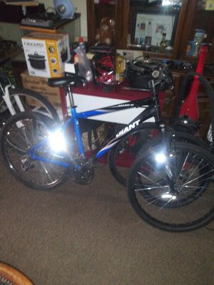 Nice Giant mountain bike for Sale in Baltimore, MD