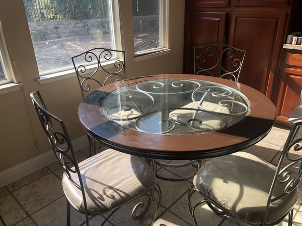 Kitchen table (needs to be sold by today) any offer is accepted