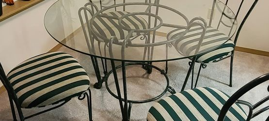 48 Inch Glass Round Circle Dining Table w/ 4 Chair Set for Sale in Everett,  WA