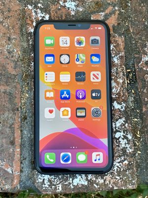 iPhone 11 64GB Unlocked for any carrier for Sale in Daly City, CA