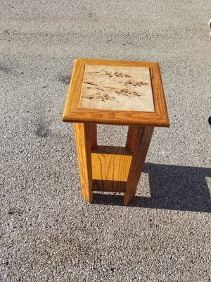 Nice small corner table for Sale in Palatine, IL