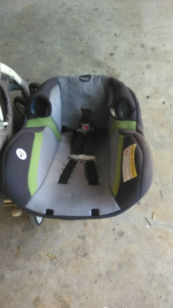 Graco child car seat with 2 cup holders and a safety first child stroller