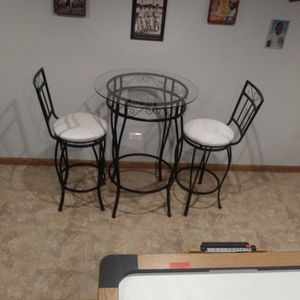 Breakfast Table And Chairs for Sale in Lockport, IL