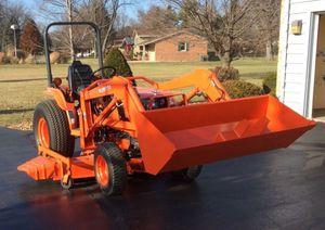 Low MIles 01 Kubota B2710 AWDWheels for Sale in Washington, DC