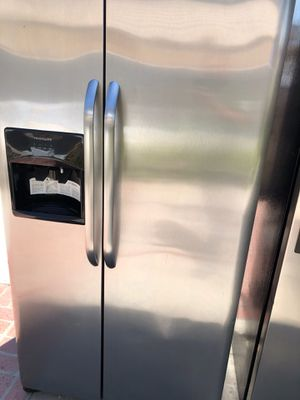 2017 Frigidaire amazing condition works perfect extremely clean for Sale in South Gate, CA