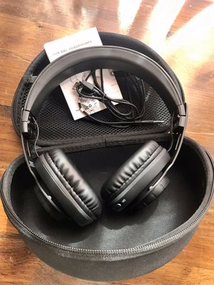 Noise Canceling Bluetooth Headphones for Sale in Brooklyn, NY