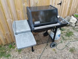 Weber Genesis Silver Propane Gas Grill for Sale in Johnsburg, IL