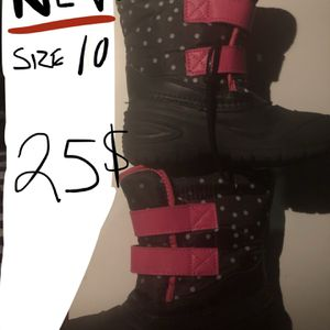 Brand new snow boots toddler size 10 pick up in DTLA or near Boyle Heights for Sale in Vernon, CA
