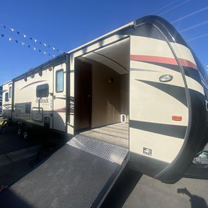 Outback 324cg Bunk Toy Hauler Trailer for Sale in Colton, CA