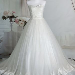 Ivory Strapless Lace And Tulle Princess Ballgown Wedding Dress/ Quinceanera&Sweet 16 Dress for Sale in Fort Lauderdale, FL