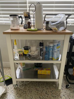 Kitchen cabinet table for Sale in Coral Gables, FL