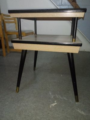 End table for Sale in Cleveland, OH