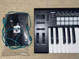 Launchkey 25 Keyboard Controller for Sale in Scottsdale, AZ